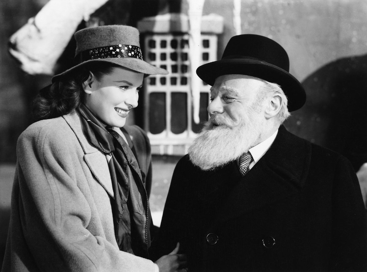 The Academy of Motion Picture Arts and Sciences will present a newly restored print of the Oscar¨-winning Christmas classic ÒMiracle on 34th StreetÓ on Thursday, December 11, at 7:30 p.m. at the Samuel Goldwyn Theater in Beverly Hills. The 35mm print to be screened is from the collection of the Academy Film Archive, courtesy of Twentieth Century Fox, and is presented as part of the AcademyÕs Gold Standard screening series. Pictured: Maureen O'Hara and Edmund Gwenn in a scene from MIRACLE ON 34TH STREET, 1947.