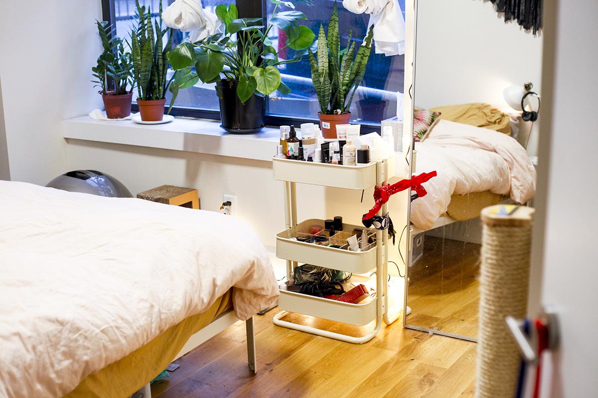 Feng Shui How To Bedroom Haley Man Repeller (17 of 36)