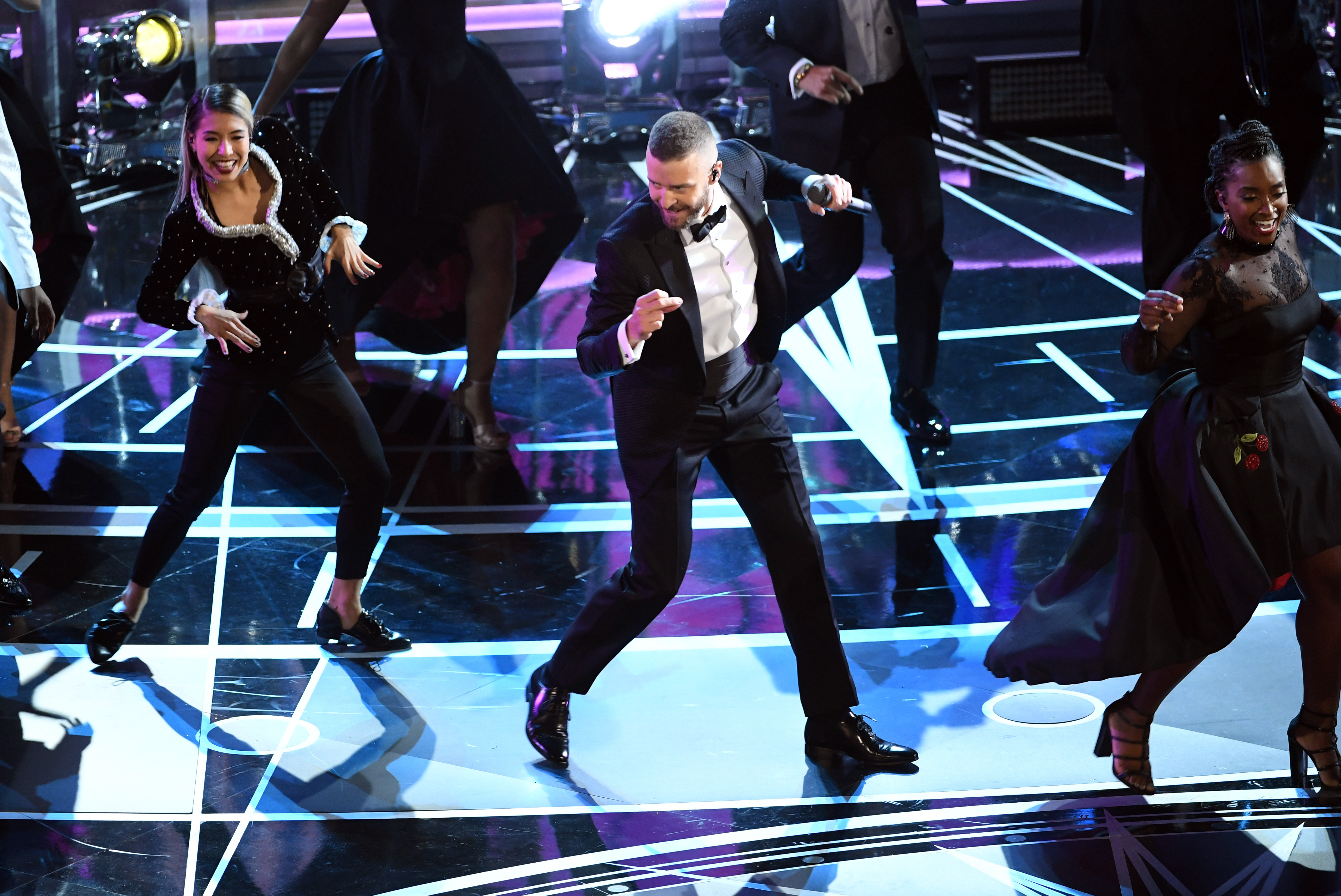 HOLLYWOOD, CA - FEBRUARY 26: Singer/actor Justin Timberlake (C) performs onstage during the 89th Annual Academy Awards at Hollywood & Highland Center on February 26, 2017 in Hollywood, California. (Photo by Kevin Winter/Getty Images)