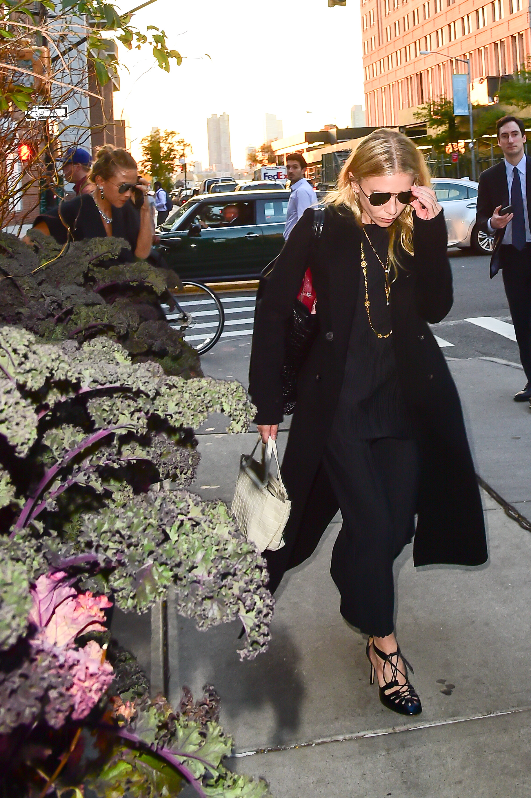 NEW YORK, NY - OCTOBER 19: Mary Kate and Ashley are seen walking in Soho on October 19, 2016 in New York City. (Photo by Raymond Hall/GC Images)